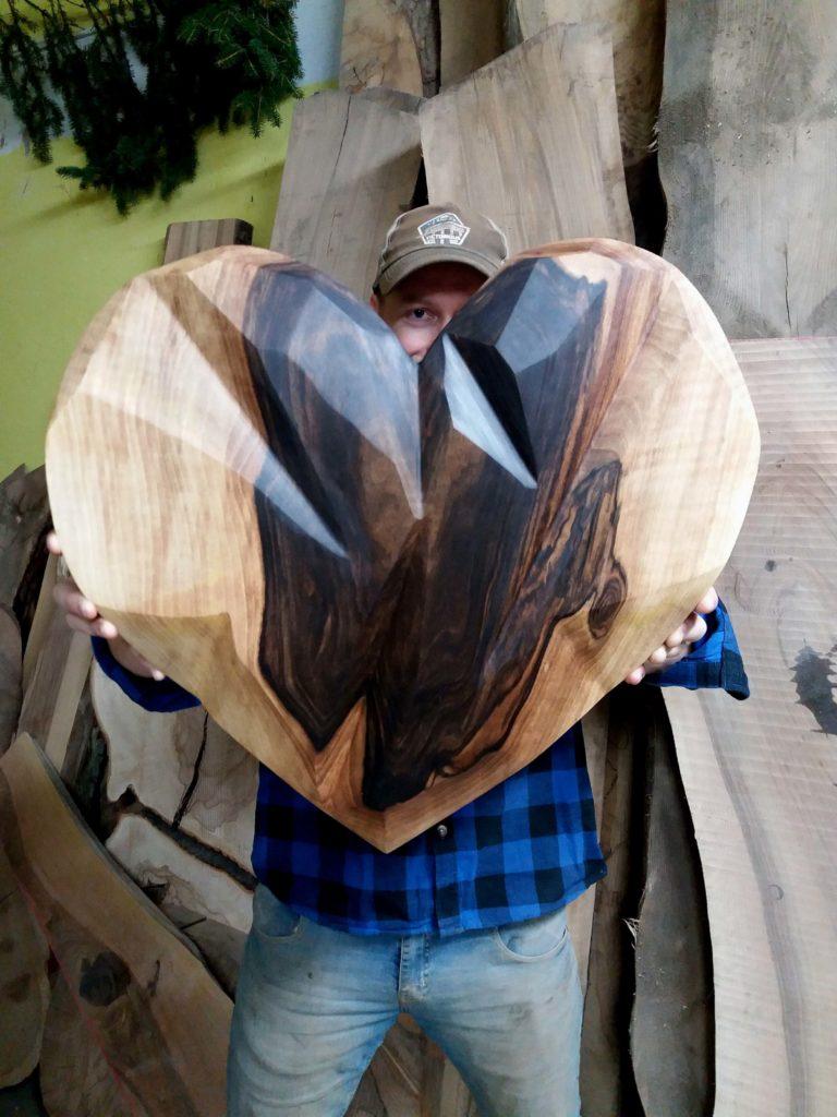 Srdce z orechového dreva - moderný dizajn